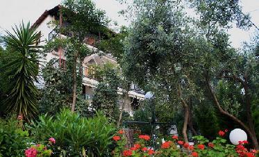 Violeta Studios & Apartments