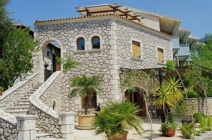 Averto Hotel & Apartments