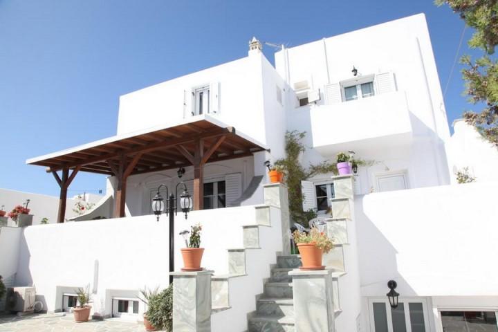 Kontaratos Studios & Apartments
