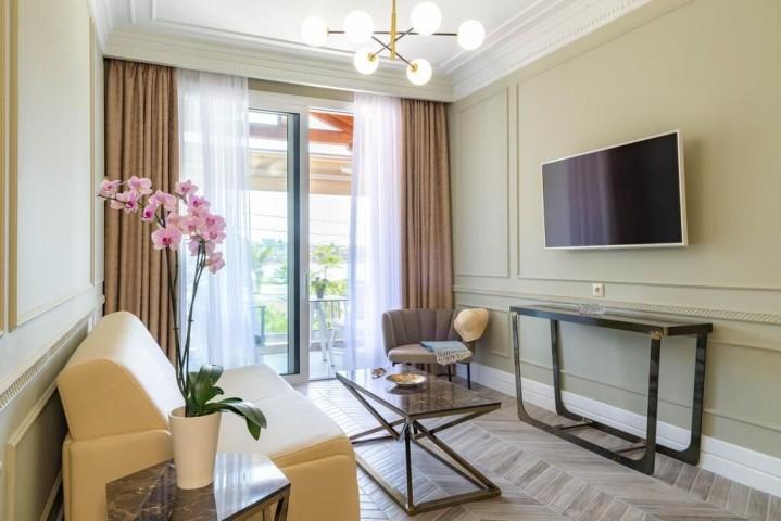 Ormos Luxury Suites Elia